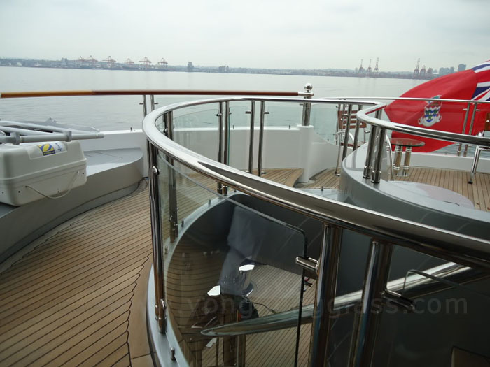 Bent Glass for Yacht Balustrades